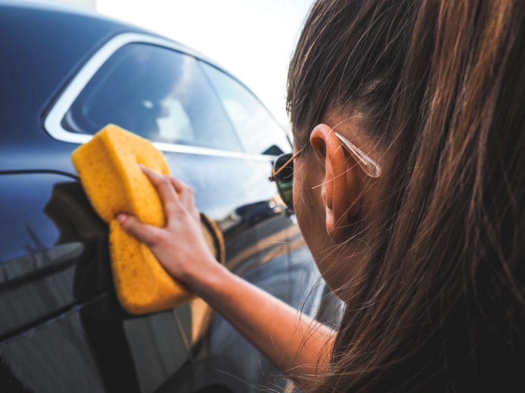 auto drogen spons tegen vlekken