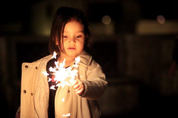 vuurwerk-sterretjes-oudjaar-kinderen
